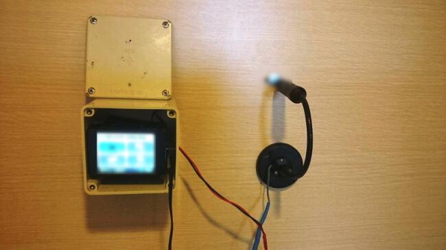 カモフラージュカメラの利用例② 室内から室外を撮影
