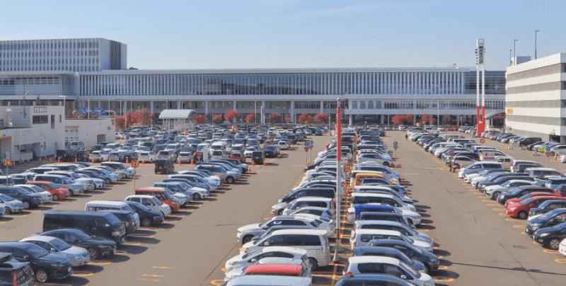 大型ショッピングモールの屋上駐車場|探偵コラム